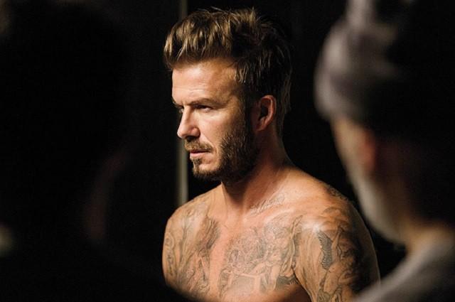 Дэвид Бэкхэм показал свое тело и татуировки