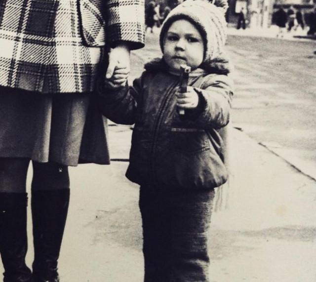Звезды в детстве: 7 трогательных фото из прошлого