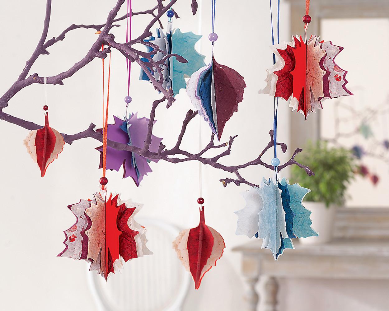 Необычное украшение: яркие листья из бумаги