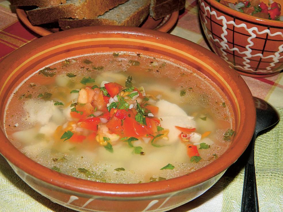 Куриный суп с соусом сальса в мультиварке