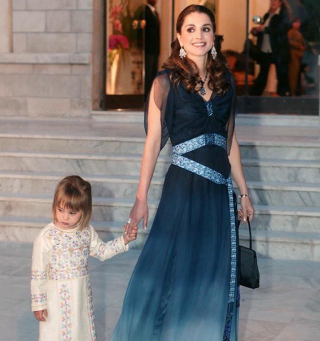 Шикарные платья королев: что носят венценосные особы