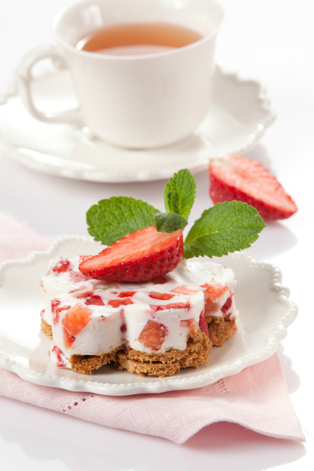 Десерт с йогуртом и ягодами