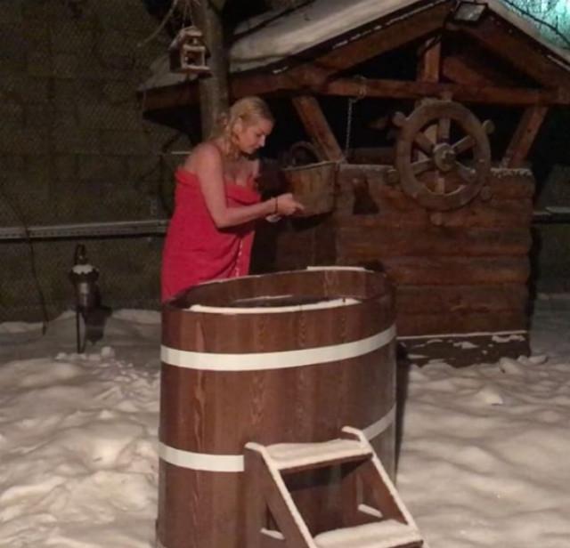 Анастасия Волочкова продлевает молодость с помощью ледяной воды