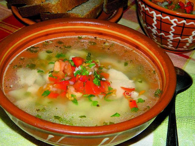 Куриный суп с соусом сальса