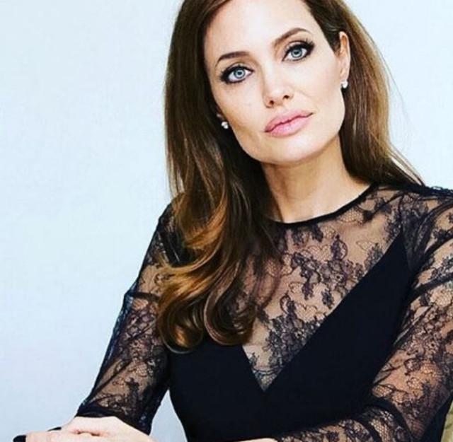 Анджелина Джоли наносит ответный удар: дети остаются с матерью