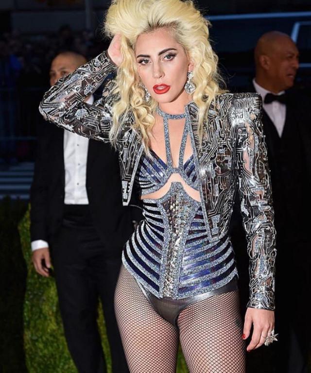 Самые откровенные наряды, которые звезды надели в 2016 году