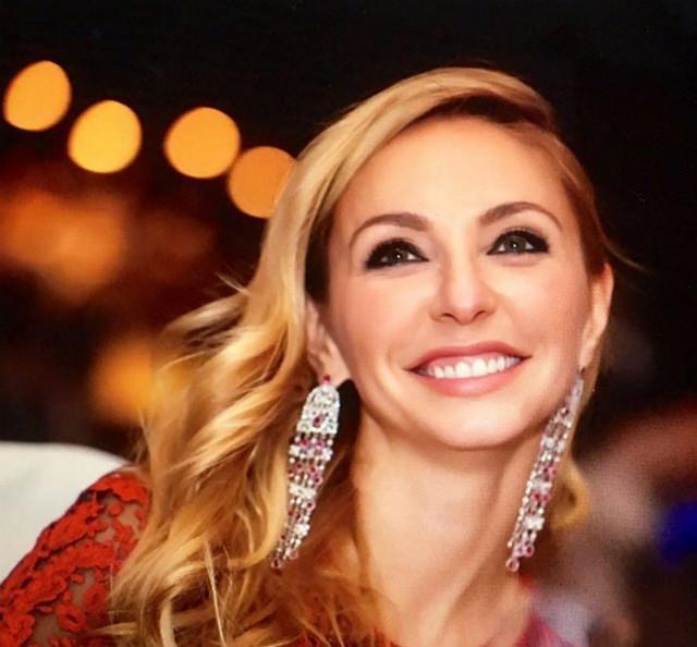 Прическа и макияж на Новый год: топ-8 идей от звезд