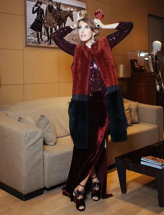 Ксения Собчак показала свой экстравагантный новогодний наряд