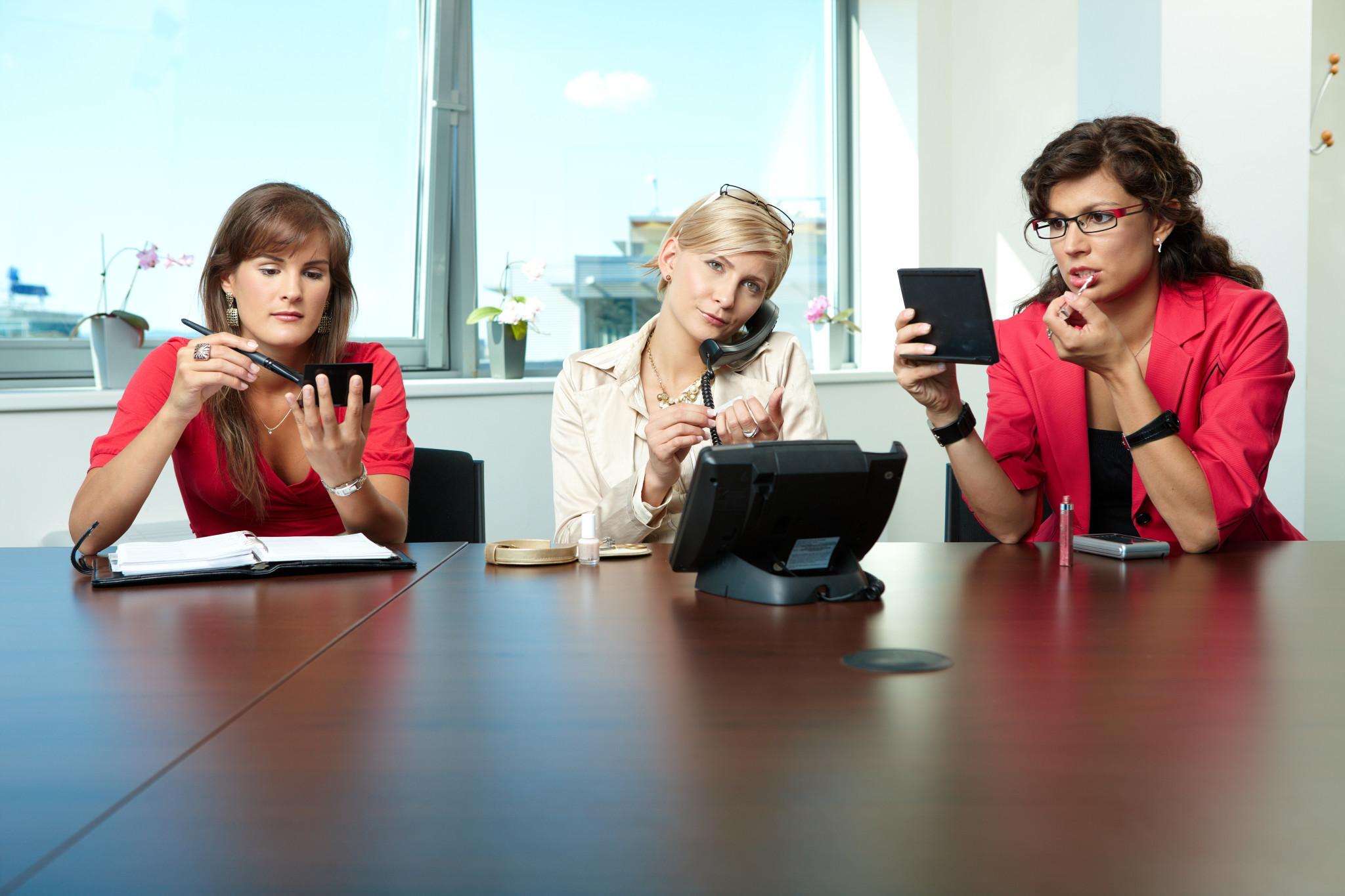Работа в женском коллективе: плюсы и минусы
