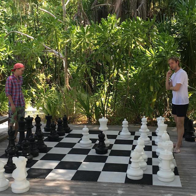 Плющенко с Рудковской и детьми проводят отпуск на Мальдивах