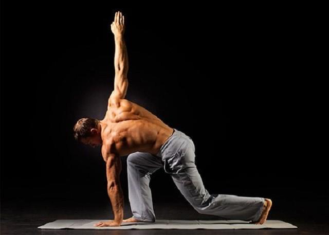 Топ-5 самых сексуальных йога-инструкторов