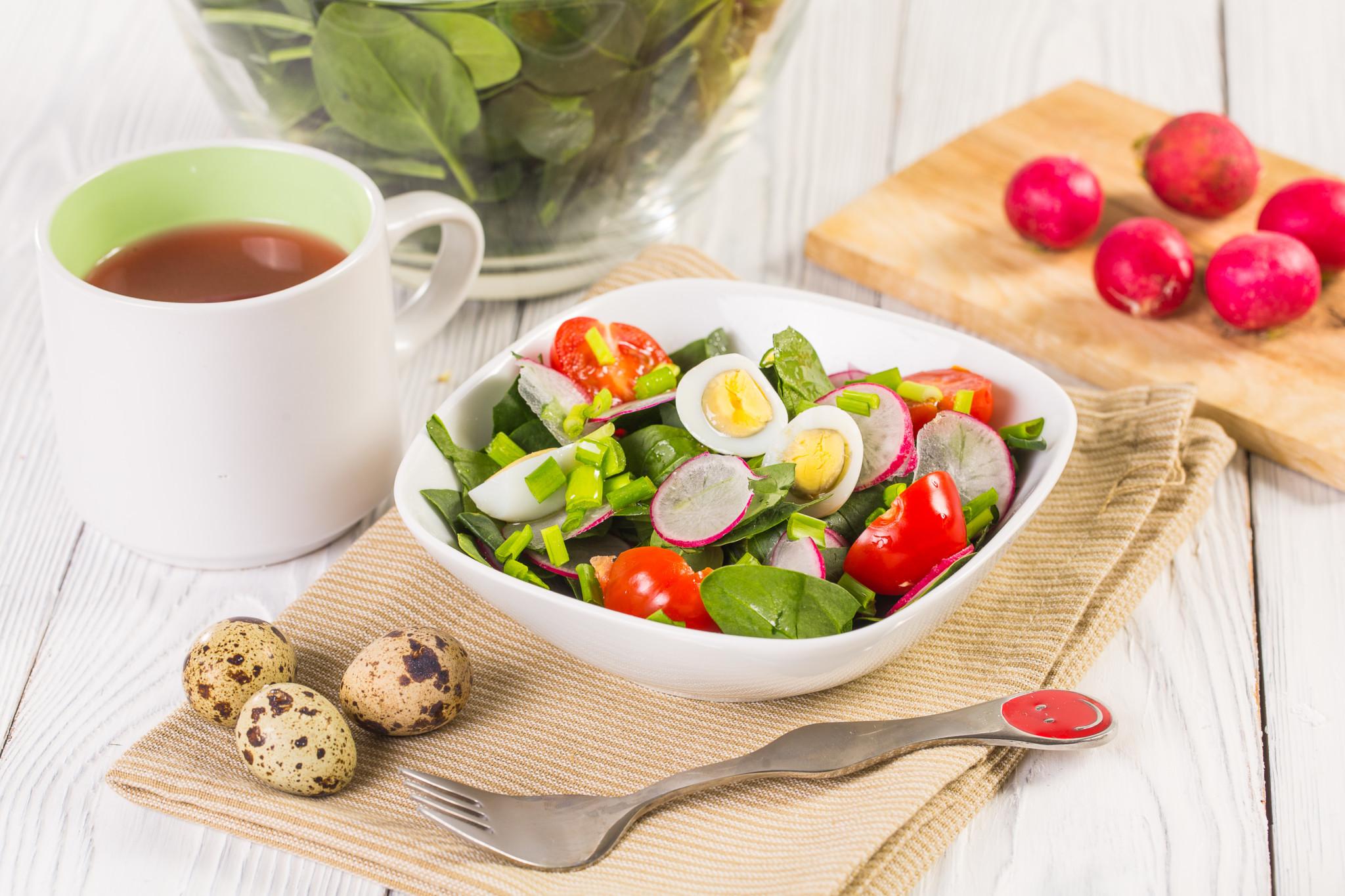 Салат «Витаминный» с перепелиными яйцами