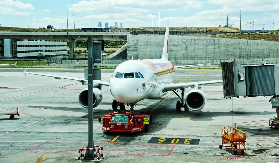 Как найти дешевые авиабилеты: советы отпускникам