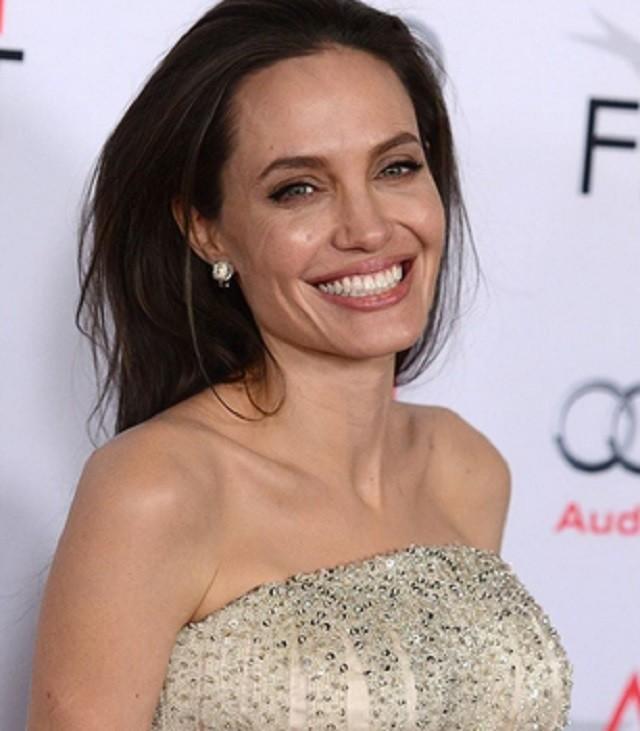 Анджелина Джоли решила обучить детей русскому языку