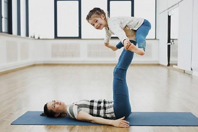 Утренняя зарядка для детей: первые упражнения (видео)