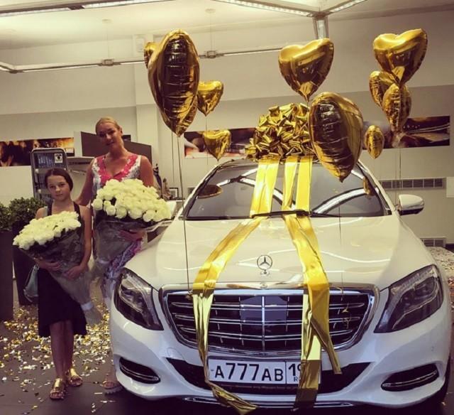 Мужчина Волочковой подарил ей Майбах за 10 миллионов