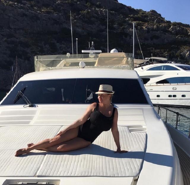 Яхт-клуб: обнаженная Анна Семенович против Ирины Салтыковой