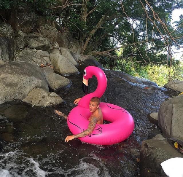 Джастин Бибер продемонстрировал обнаженное тело на Гавайях
