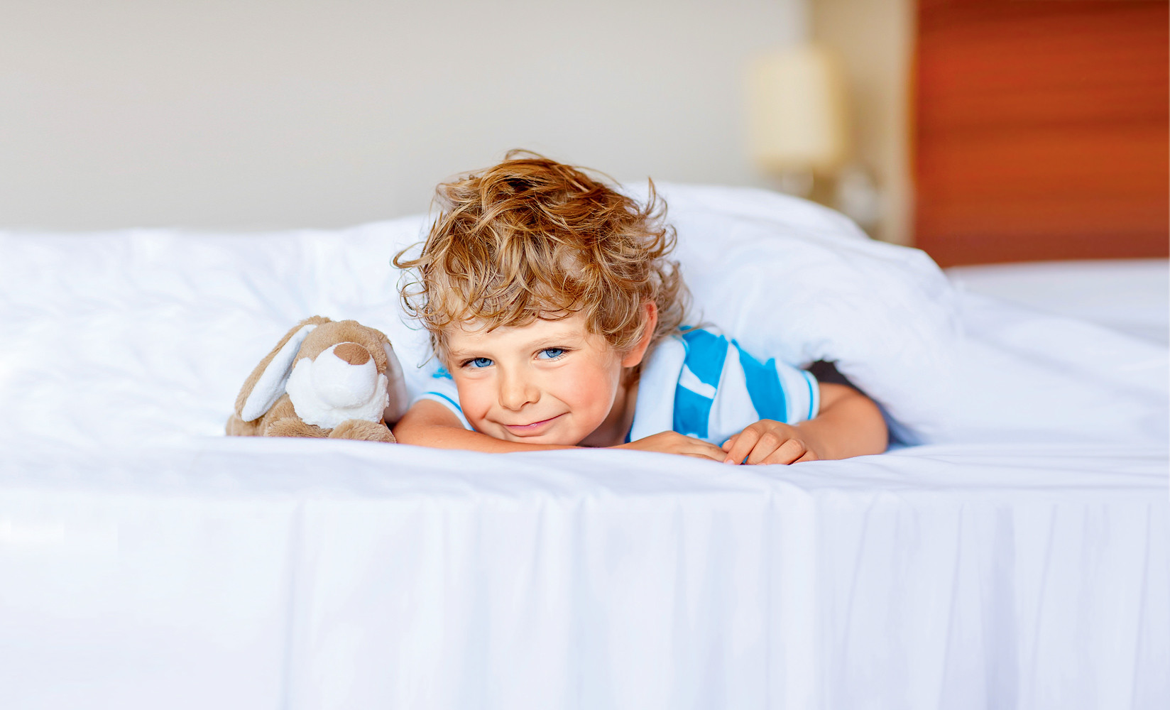 Как правильно будить ребенка: 5 важных условий