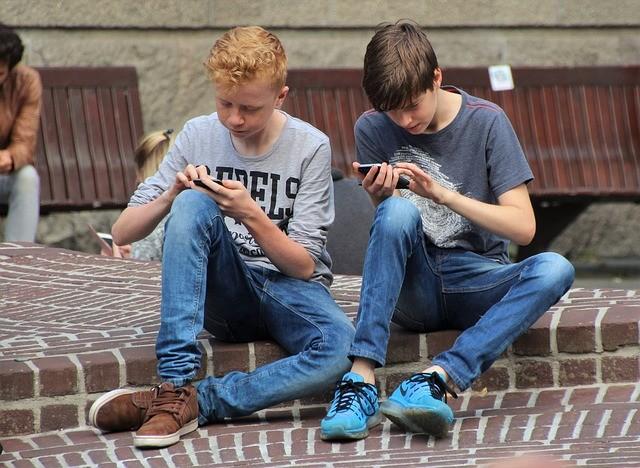Универсальный смартфон — лучший подарок для школьника