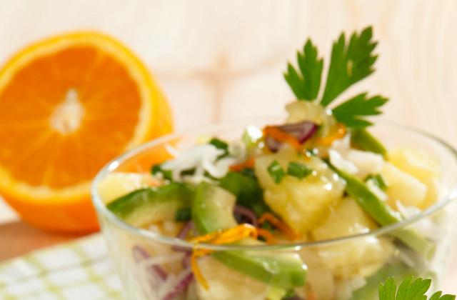 Салат из квашеной капусты и фруктов