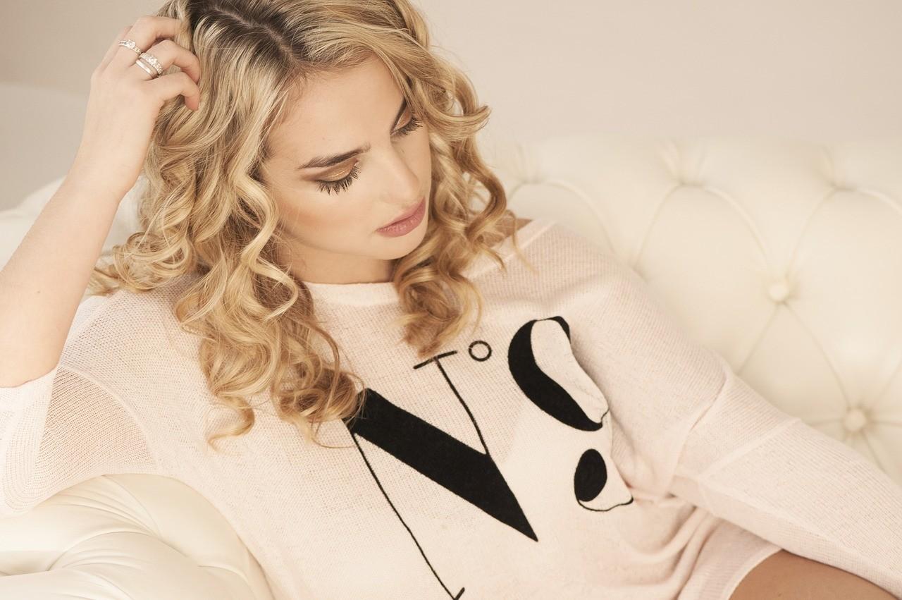 Как использовать масло для волос: советы стилиста