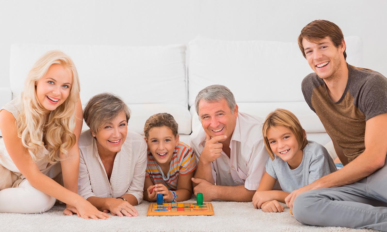 Веселый досуг: топ-6 настольных игр для всей семьи