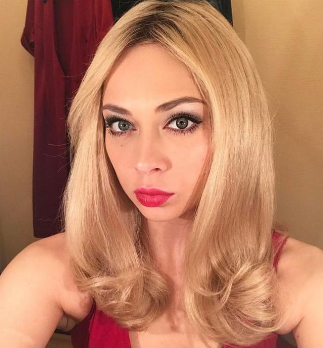 Настасья Самбурская стала женственной блондинкой