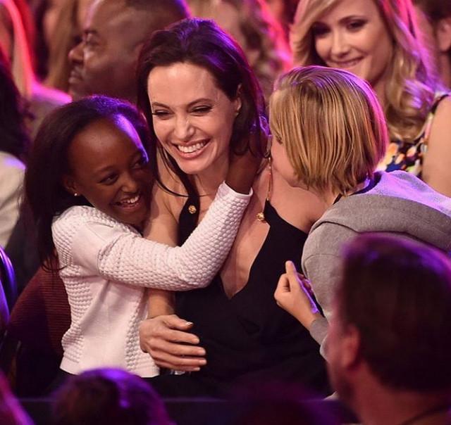 Приемной дочерью Анджелины Джоли заинтересовалась родная мать