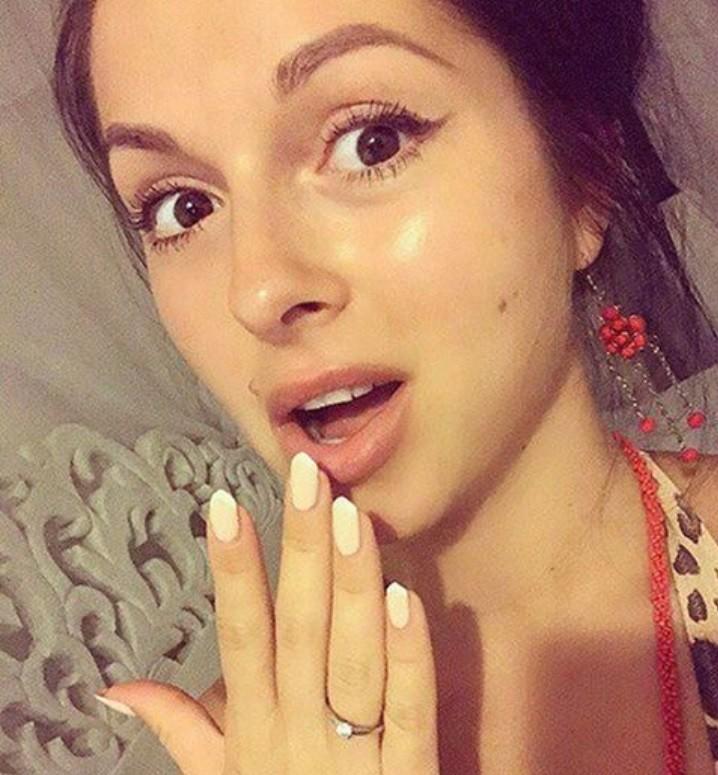Певица Нюша поделилась новостью о том, что выходит замуж