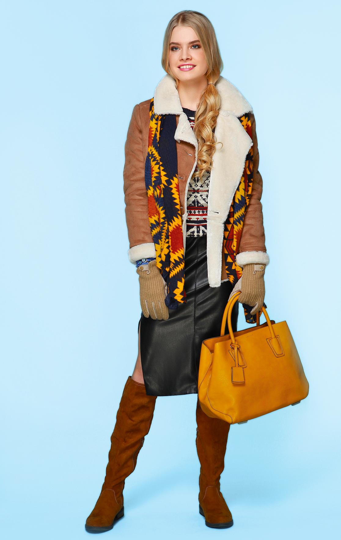 С чем носить кожаную юбку: стильные образы на каждый день