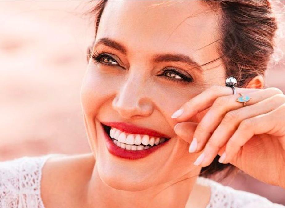 Анджелина Джоли избегает разговоров о Брэде Питте