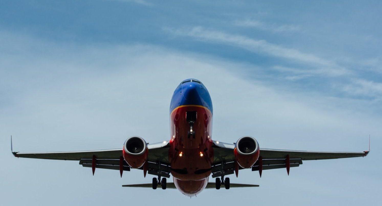 Имеешь право: что можно провозить в салоне самолета бесплатно?