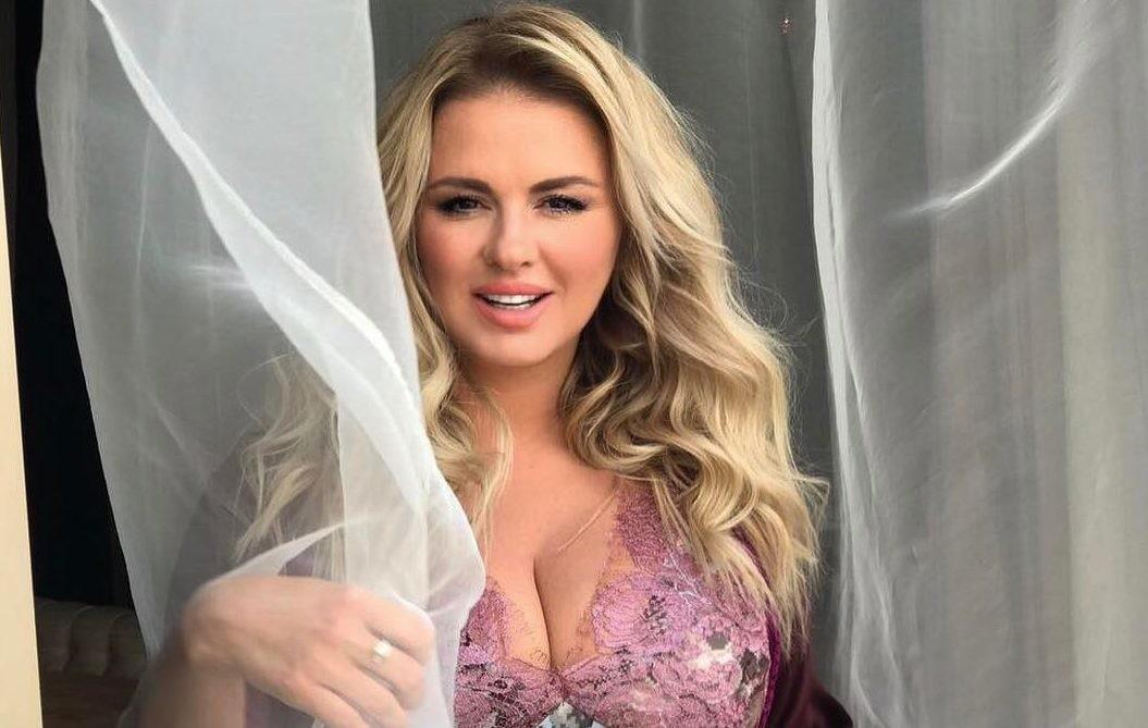 Анна Семенович: «Моя грудь — кормилица моя и главная конкурентка»