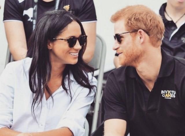 В сети появилось видео поцелуя принца Гарри и Меган Маркл