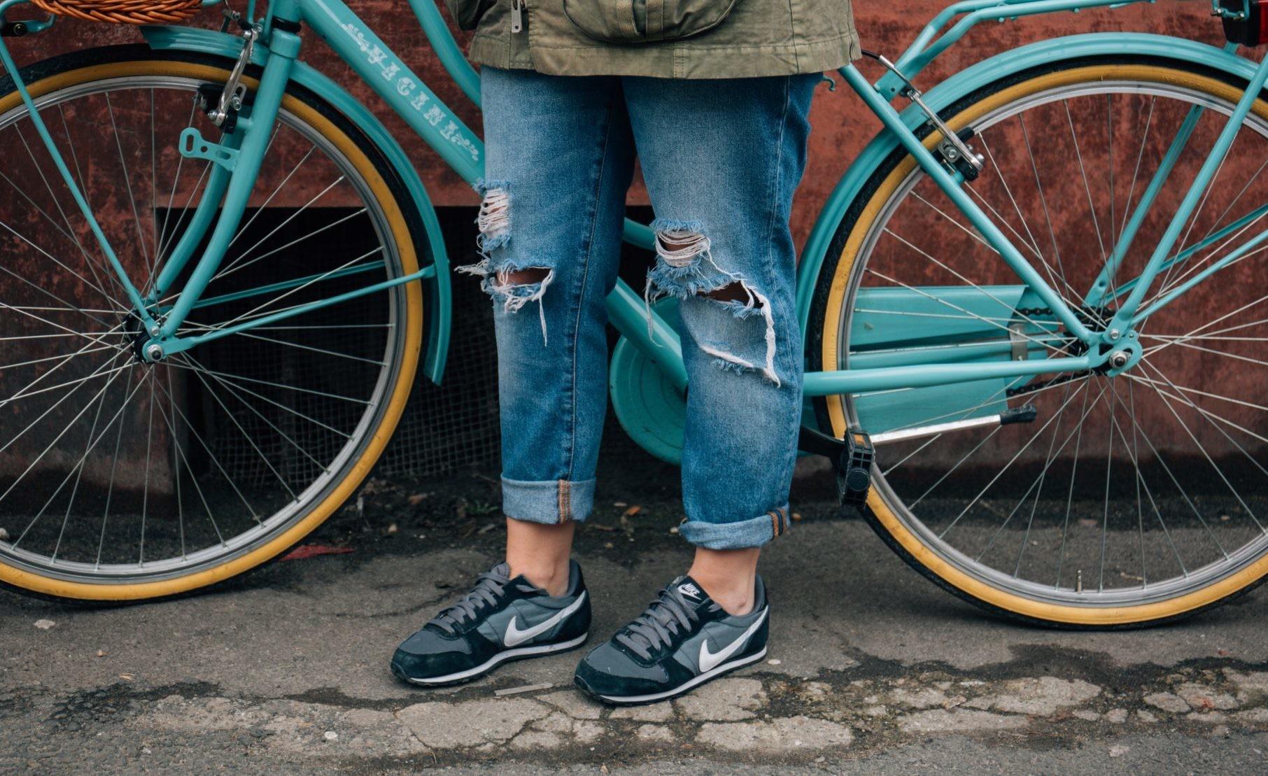 Что такое джоггеры и с чем их носить