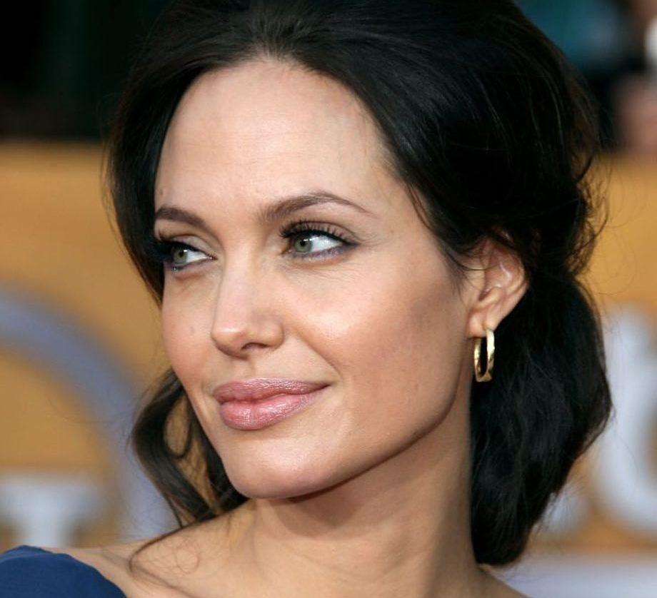 Анджелина Джоли появилась с дочерью Вивьен в Лос-Анджелесе