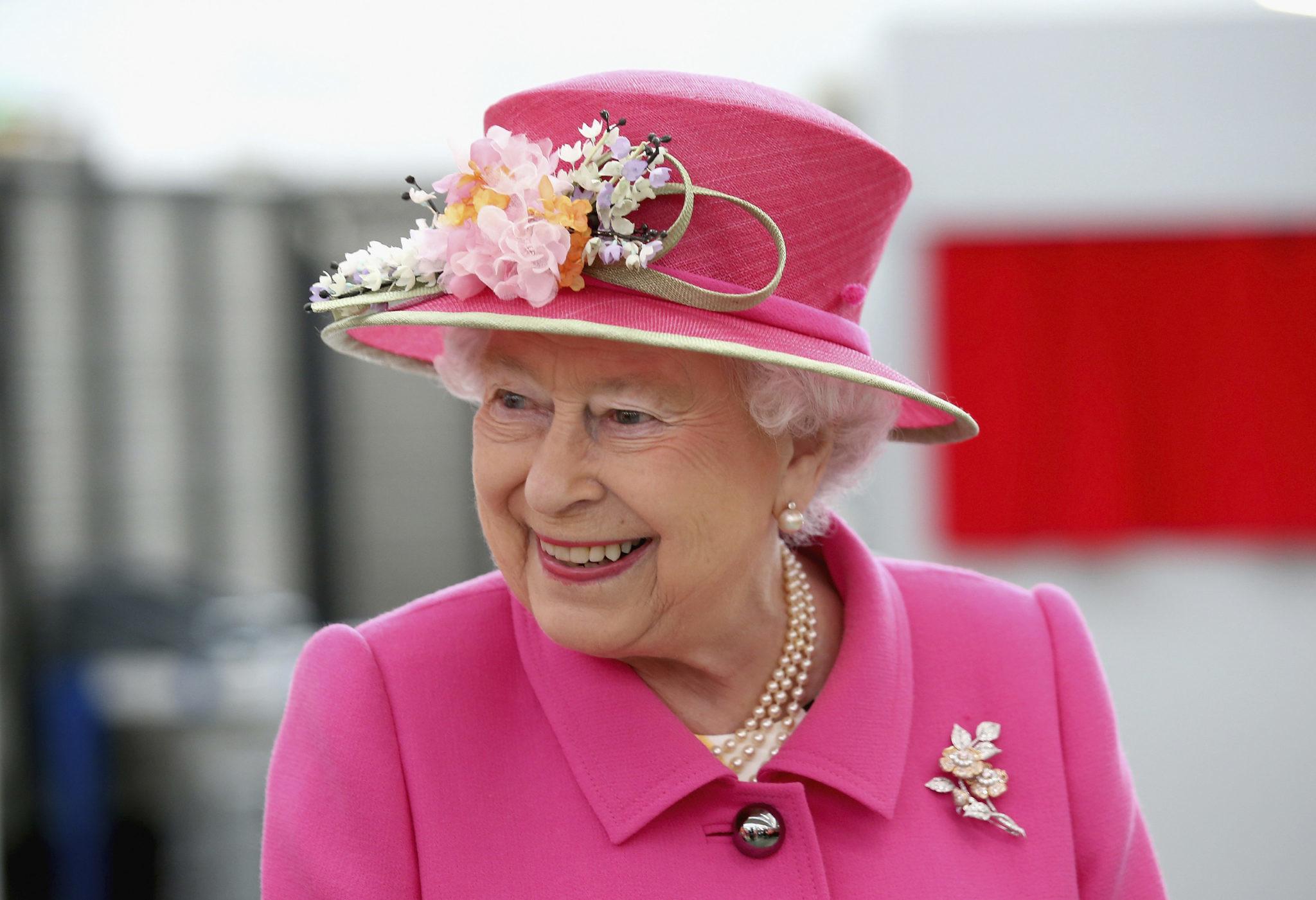 Какому бьюти-средству Елизавета II не изменяет уже 28 лет?