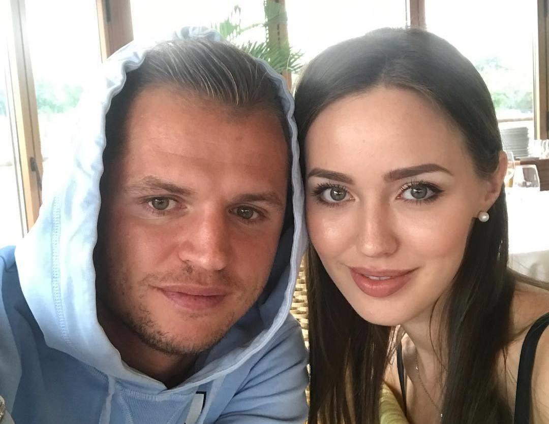 Дмитрий Тарасов и Анастасия Костенко готовятся к свадьбе?