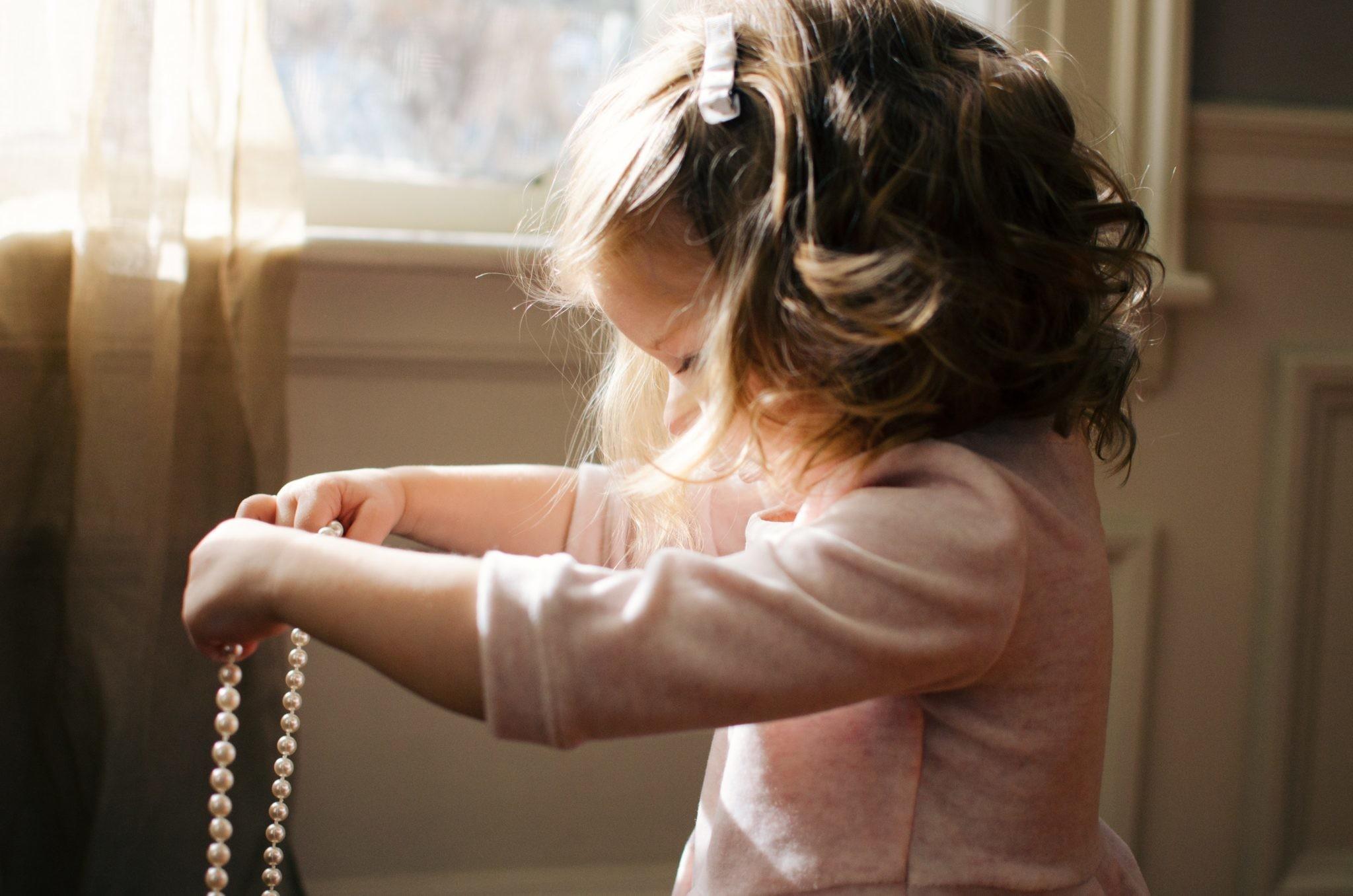 Одеваем ребенка быстро и без слез: советы матери пятерых детей