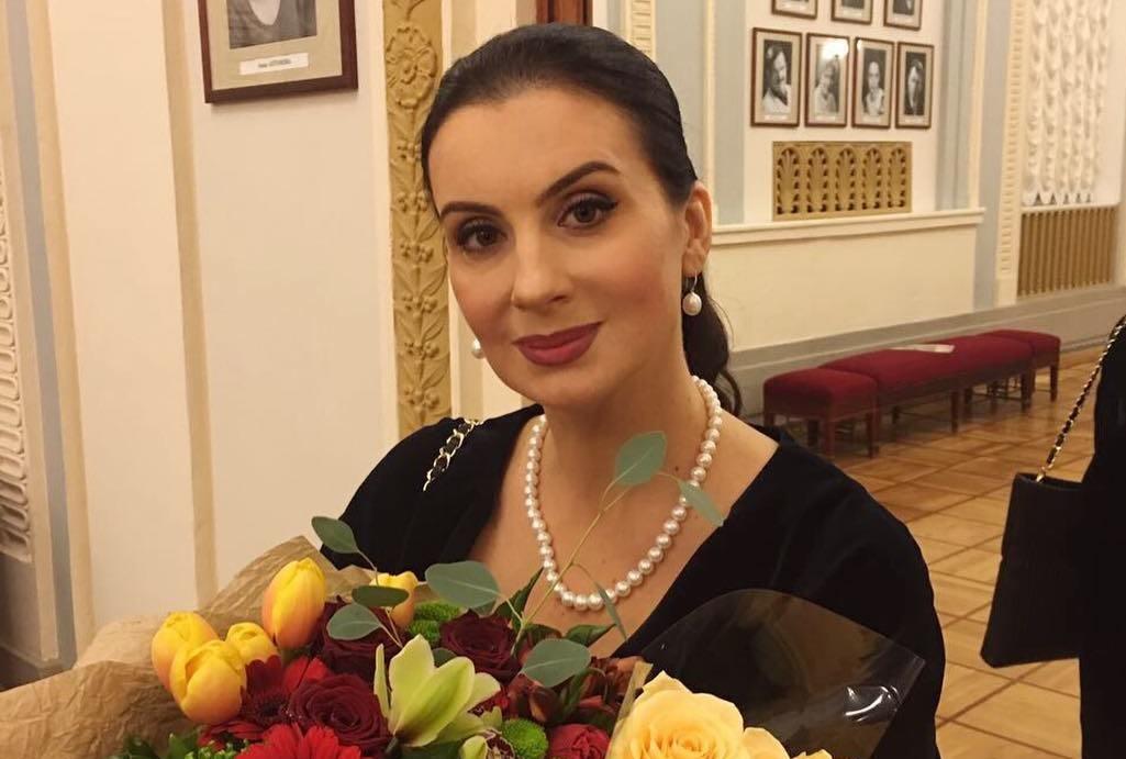 Екатерина Стриженова стесняется показывать лицо после похода к косметологу