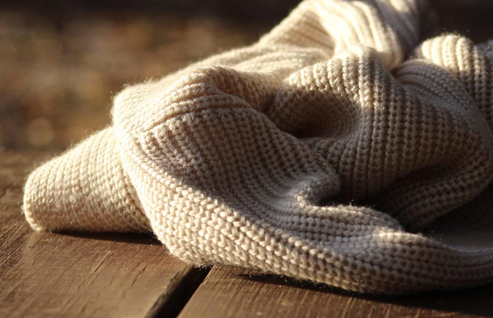 Как стирать свитер: 5 простых способов