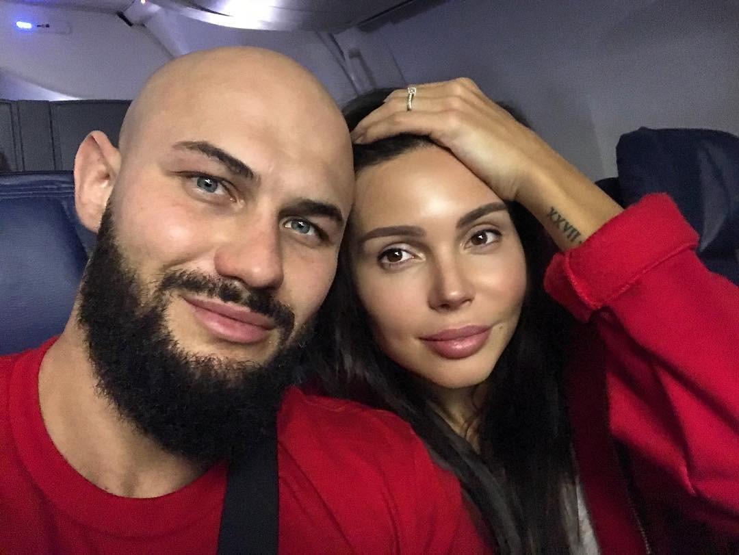 Джиган и Оксана Самойлова впервые показали лицо младшей дочери