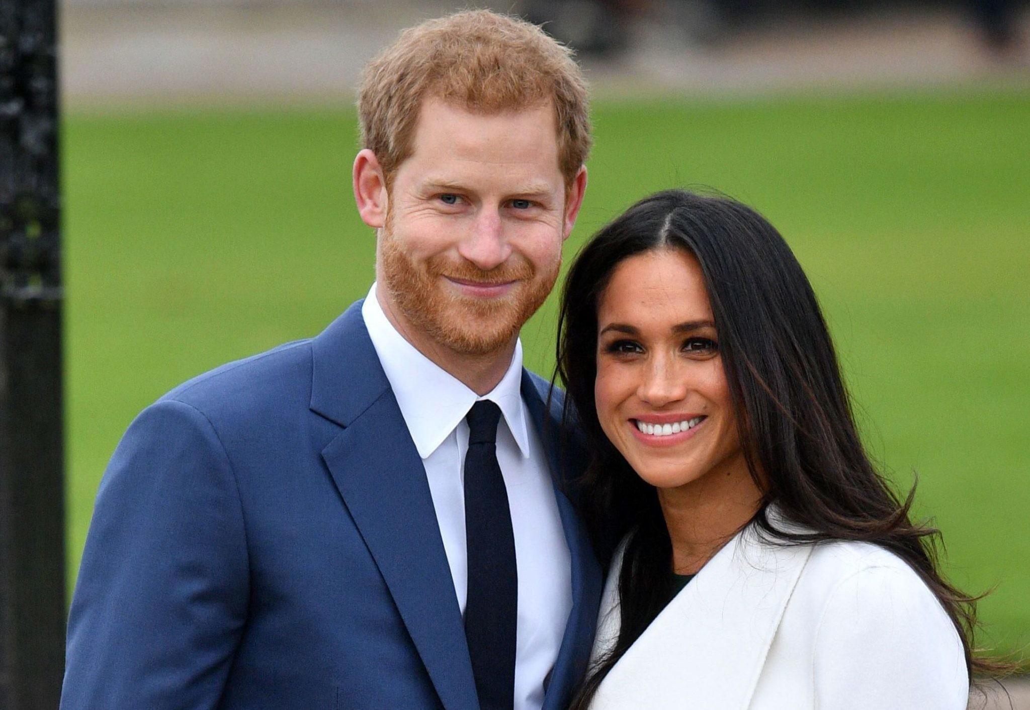 Меган Маркл показала кольцо, подаренное принцем Гарри на помолвку
