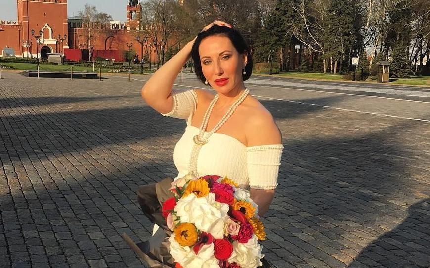 49-летняя Алика Смехова похвасталась стройной фигурой