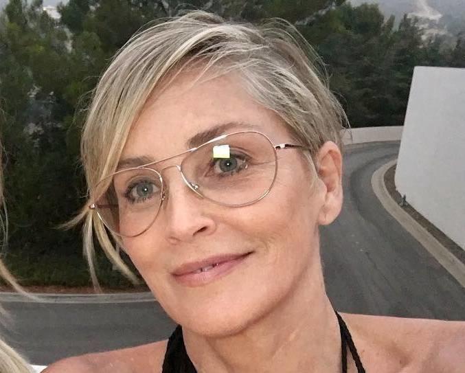 59-летняя Шэрон Стоун показала идеальную фигуру в купальнике