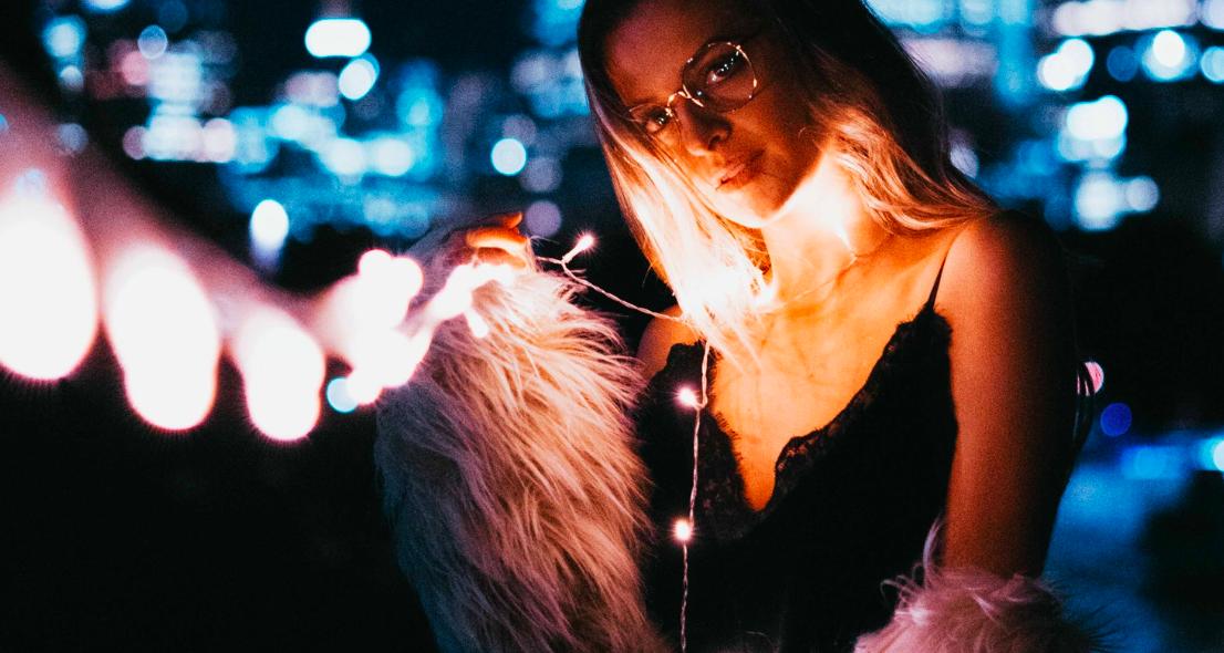 Видео: составляем два идеальных новогодних образа, как со страниц «Лизы»