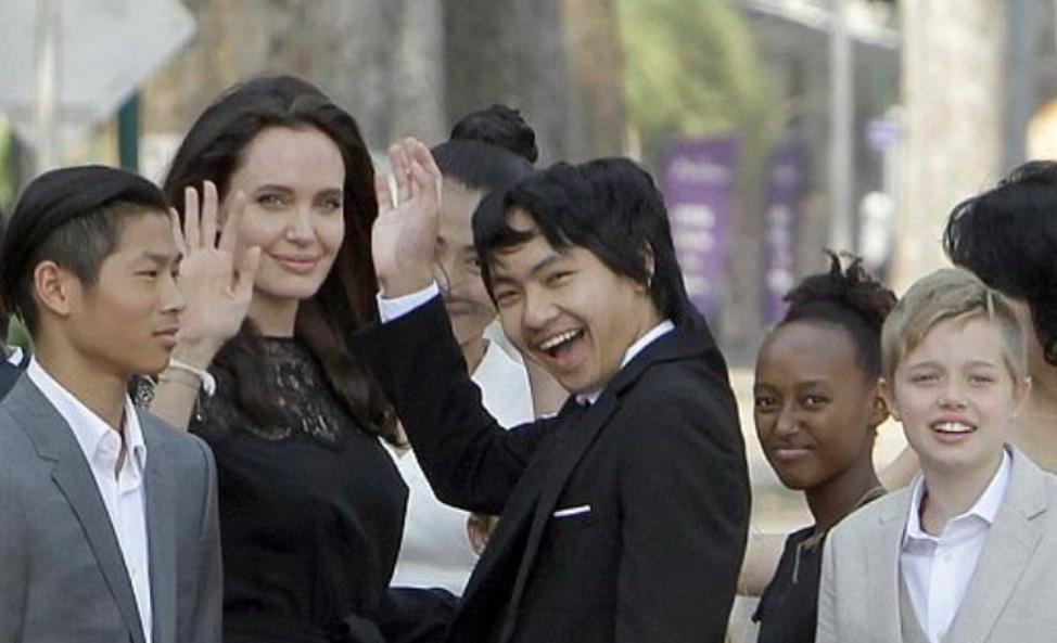 Анджелина Джоли впервые рассказала, почему ее дети не ходят в школу