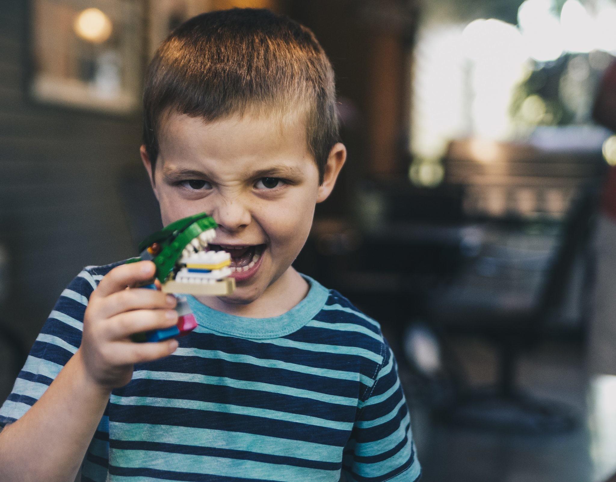 Осторожно: как справляться с детскими истериками