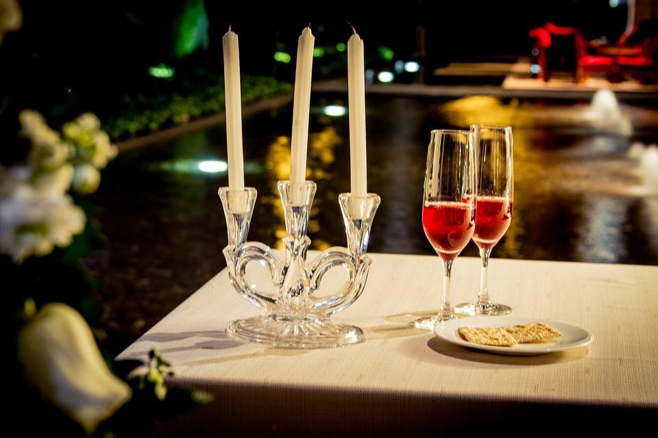 Романтический ужин при свечах: блюда, ароматы, ошибки